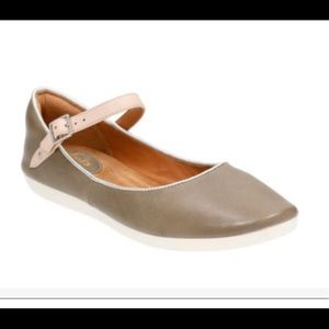 Clarks Artisian Feature Film Flat Sage Gray size 9